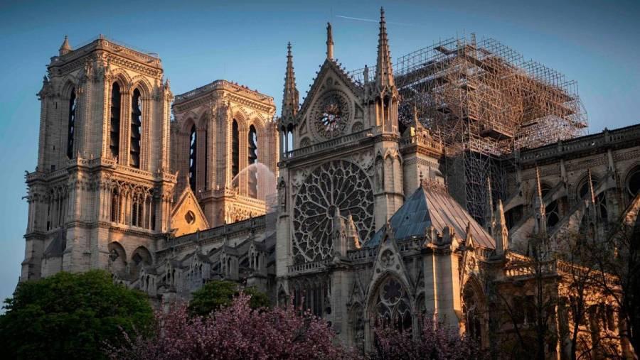 Piden fondos para hacer arreglos interiores en la catedral Notre-Dame de París