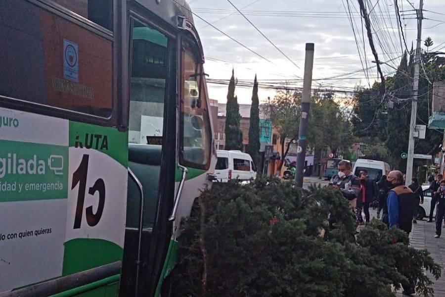 Camión sin frenos provoca choque múltiple en Álvaro Obregón; reportan 15 lesionados