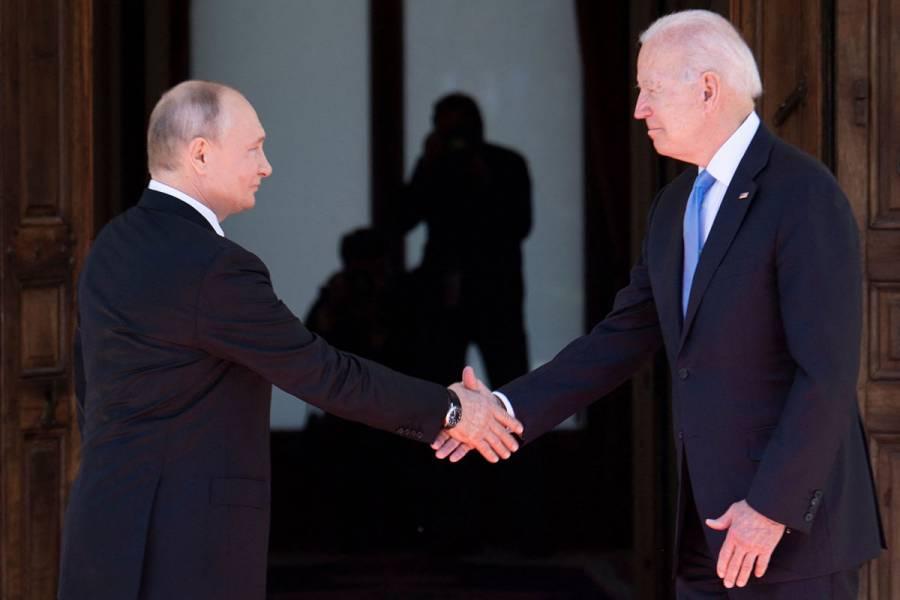 Joe Biden y Vladimir Putin inician cumbre en Ginebra con un apretón de manos