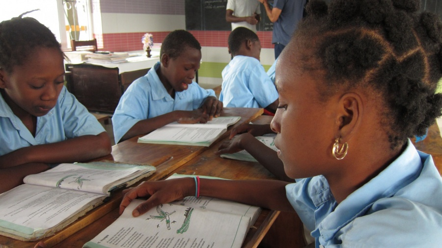 Premian la Campaña por la Educación Femenina en África con el Princesa de Asturias