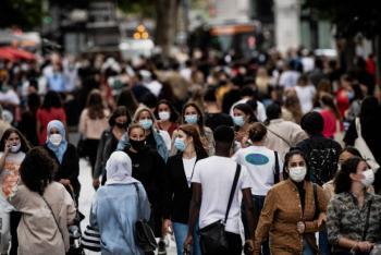 UE abre sus puertas a turistas de EEUU y franceses se quitan la mascarilla al aire libre