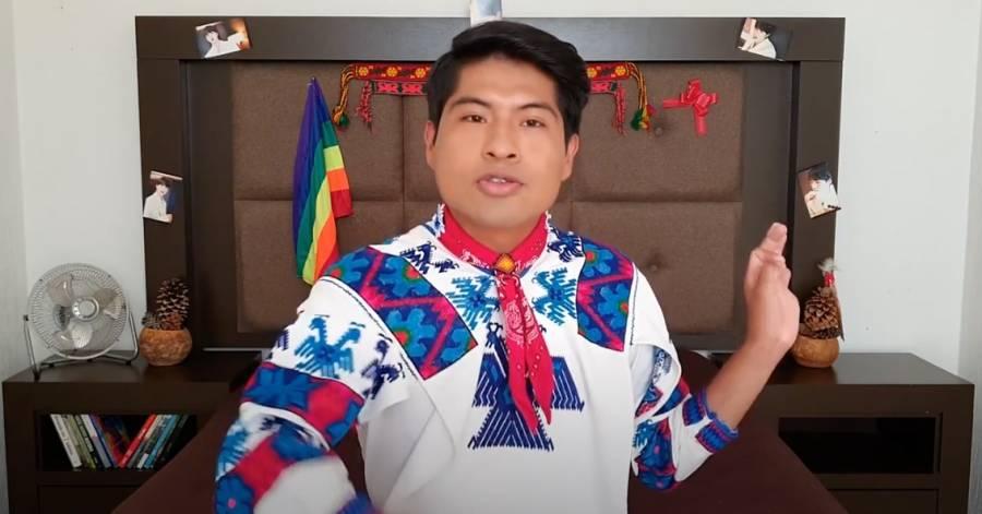 Él es Jobis Shosho, joven huichol que comparte su preferencia gay en YouTube