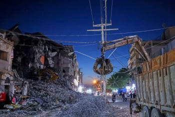 Tras envío de globos incendiarios, Israel ataca de nuevo en Gaza
