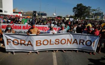 Brasileños salen a las calles a protestar contra Bolsonaro