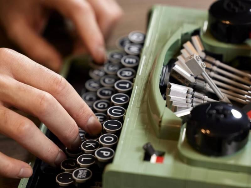 Para aquellos nostálgicos, LEGO lanza funcional máquina de escribir