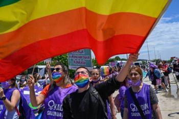 Muere hombre arrollado por camión en marcha del Orgullo Gay en EEUU