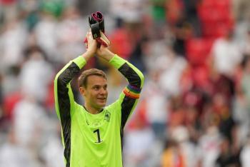 UEFA abre investigación contra Neuer por promover apoyo LGBT; horas después recula