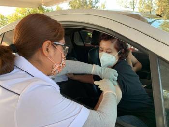 Vuelve a Nezahualcóyotl modalidad vehicular en vacunación para adultos de 40 a 49 años