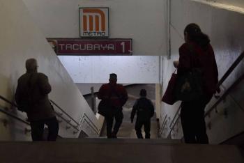 Muere hombre en la estación del Metro Tacubaya; no hay claridad en el deceso