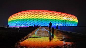UEFA rechaza la iluminación con color arcoíris para el Alemania-Hungría