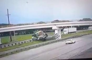 Video: Así se accidentó un tráiler en la autopista México-Querétaro