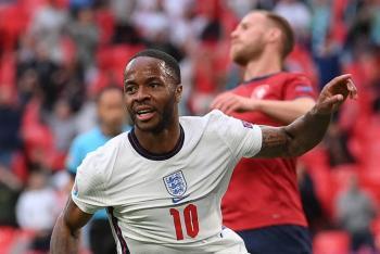 Eurocopa: Sterling mete a Inglaterra a octavos de final