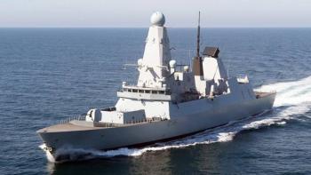 Rusia hizo disparos de advertencia contra barco británico, Reino Unido lo niega