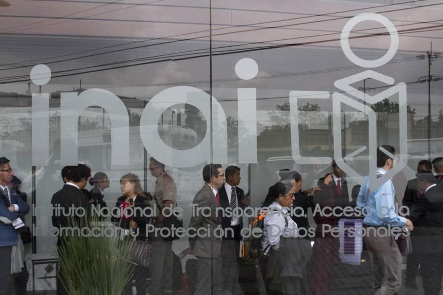 Captan a funcionario del INAI golpeando a dos mujeres; instituto acepta su renuncia