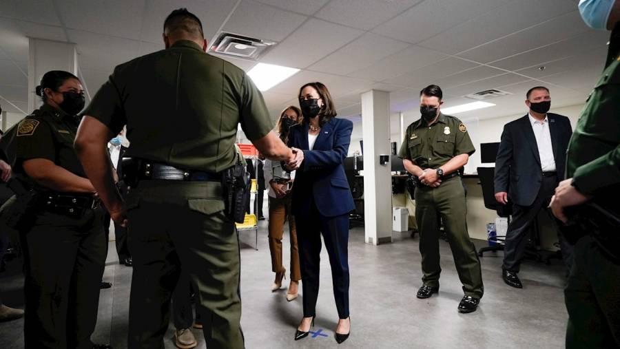 Kamala Harris visita frontera con México para ver