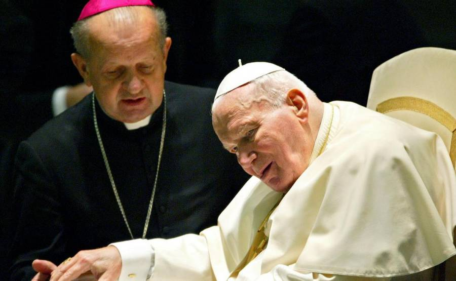 Vaticano investiga a un ayudante de Juan Pablo II, por encubrimiento de abusos