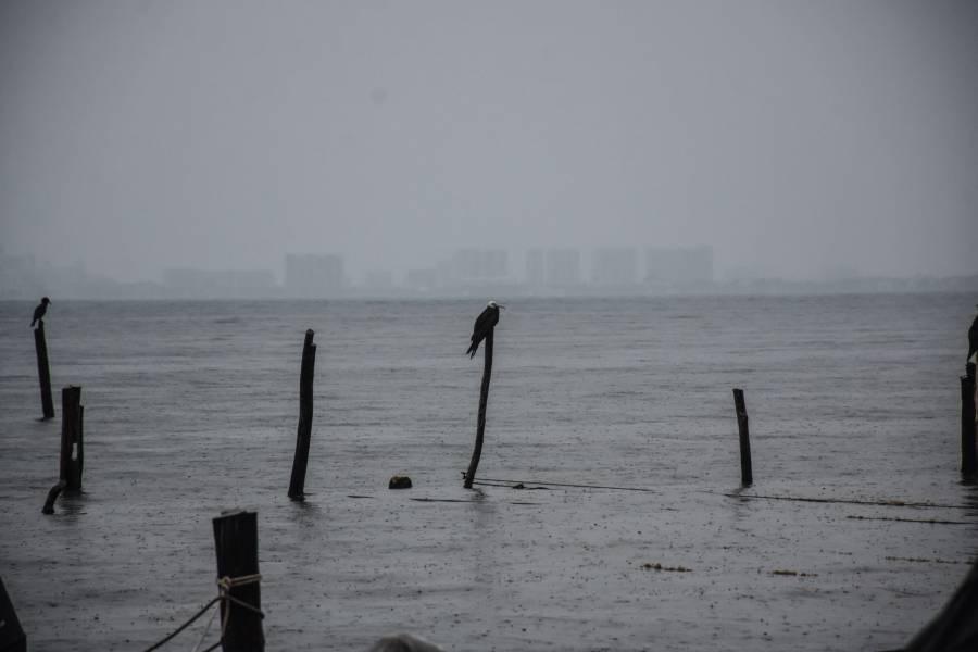"""Autoridades cierran la navegación en Manzanillo por """"Enrique"""""""