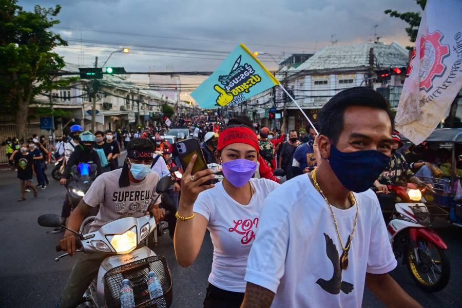 Tailandia vuelve a imponer restricciones para contener brote de Covid-19