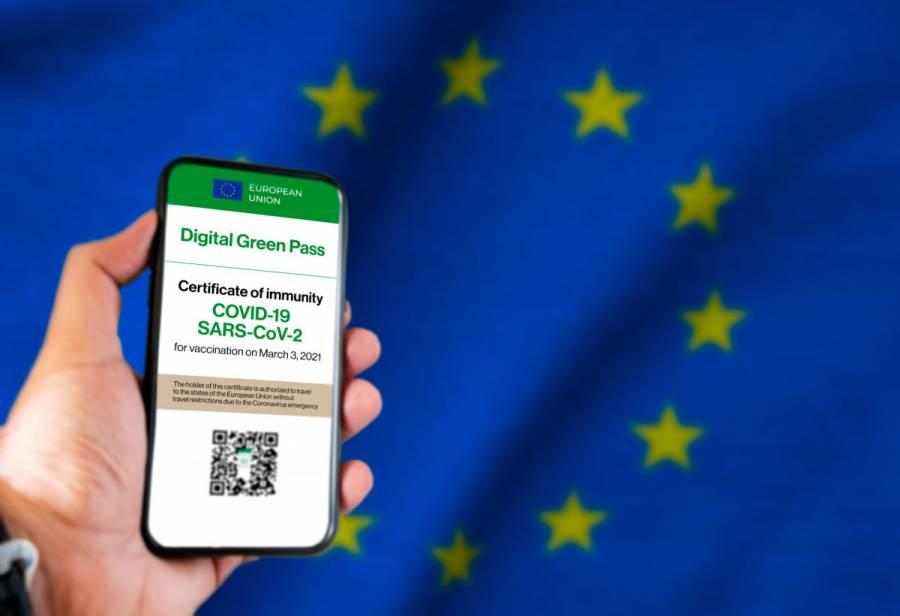 Advierten aerolíneas de posible caos en la UE por certificado digital Covid