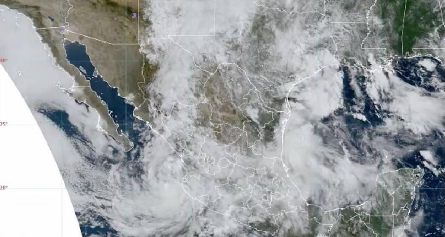"""""""Enrique"""" se degrada a tormenta tropical"""