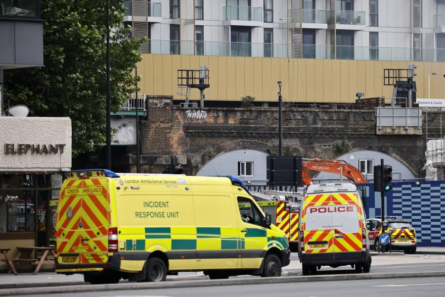 Gobierno británico se disculpa por documentos secretos olvidados en parada de autobús