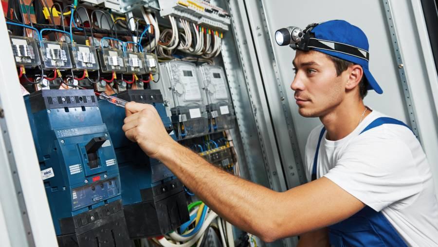 ¡Hay chamba! Buscan técnicos eléctricos para consulados de EEUU