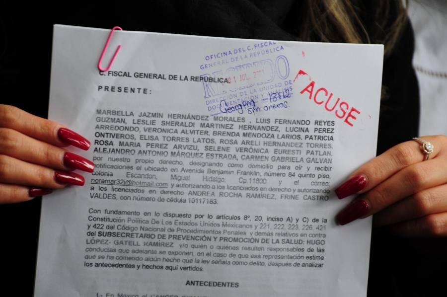 Padres de niños con cáncer denunciaron a López-Gatell por los delitos de genocidio y discriminación