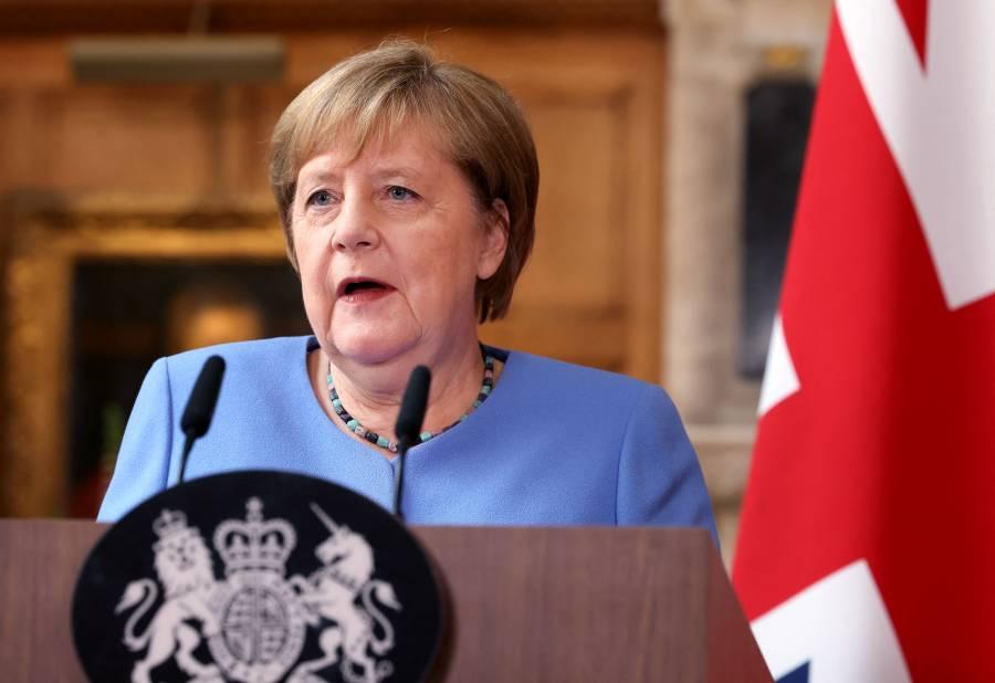 """Angela Merkel """"preocupada"""" por las multitudes en la Eurocopa"""