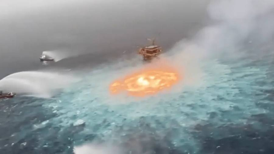 Controla Pemex incendio en línea submarina en Campeche
