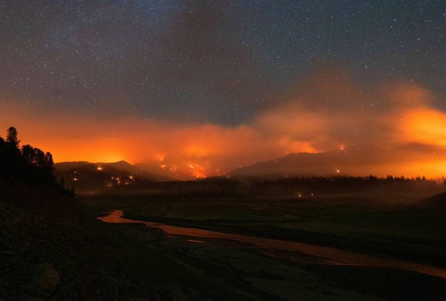 Incendios forestales calientan más el oeste de Canadá y California