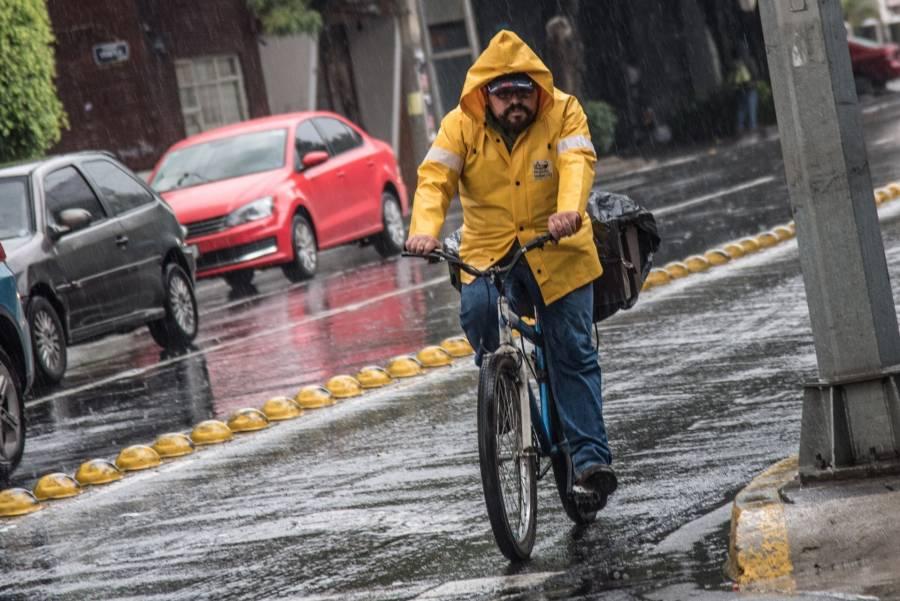 En CDMX, zona norte resulta afectada por fuertes lluvias