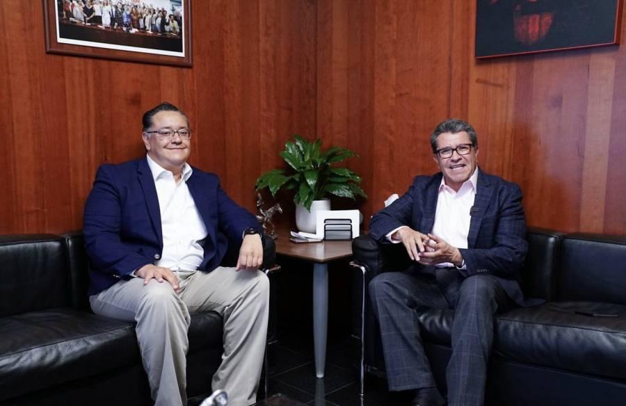 Ricardo Monreal le da la bienvenida a Gabriel García en el Senado