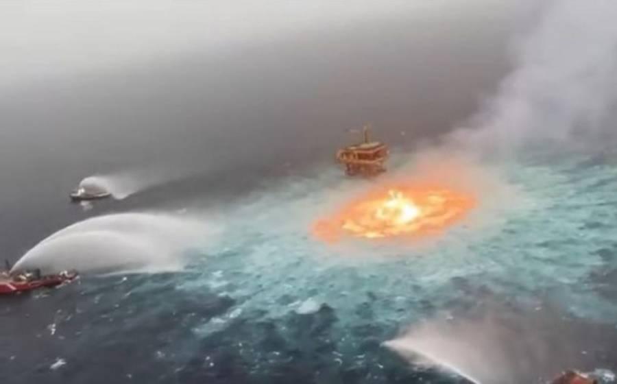 Se incendia ducto marino en plataforma KMZ de Pemex en Campeche