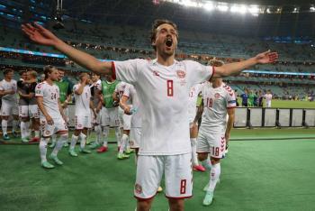 Dinamarca sigue en su cuento de hadas y alcanza semifinales de Eurocopa