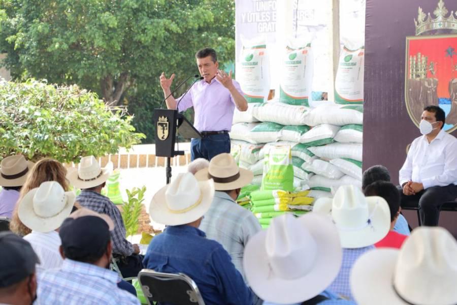 Rutilio Escandón entrega apoyos a productores del sector agrícola de Chiapas