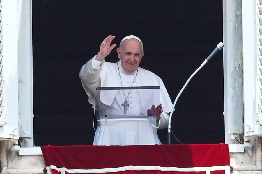 Operan al Papa Francisco este domingo por una inflamación de colon