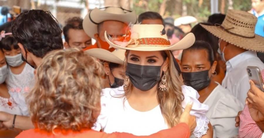 Normalistas de Ayotzinapa impiden a Evelyn Salgado realizar mitin en Tixtla, Guerrero