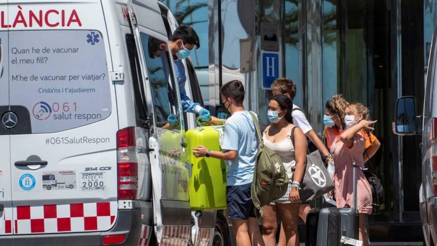 En España, aumentan contagios de Covid en jóvenes