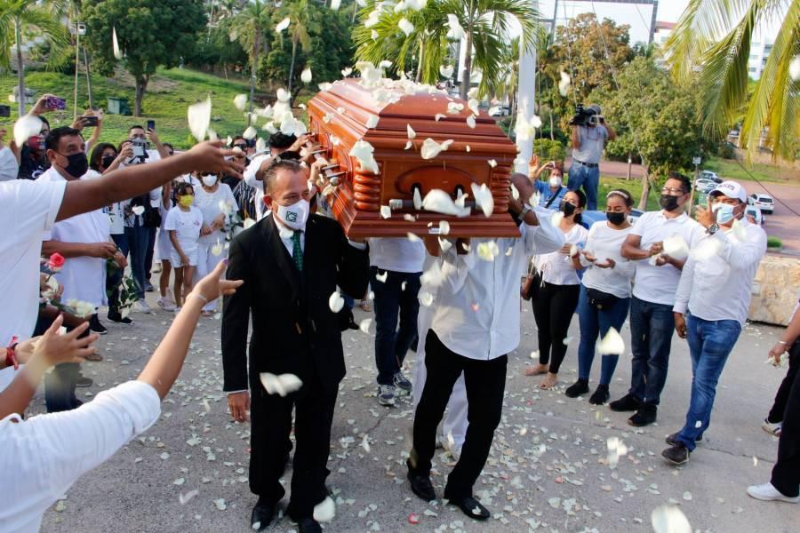 """En Acapulco dan el último adiós a José Manuel Zamacona, líder de """"Los Yonic's"""""""
