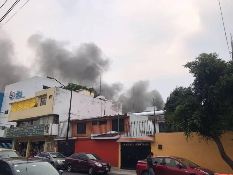Desalojan a 200 personas por incendio de fábrica en Benito Juárez