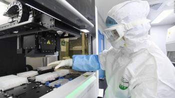 Estudio abordó la identificación de 13 biomarcadores asociados a la gravedad y propensión del COVID-19
