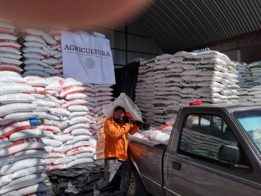 Agricultura entrega fertilizantes a productores de Guerrero