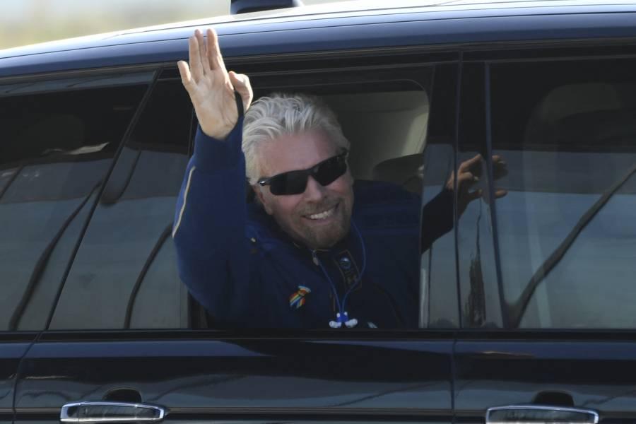 Con Richard Branson a bordo, Virgin Galactic despega hacia el espacio