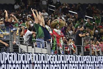 """Aficionados """"castigan"""" a la Federación Mexicana de Fútbol con"""