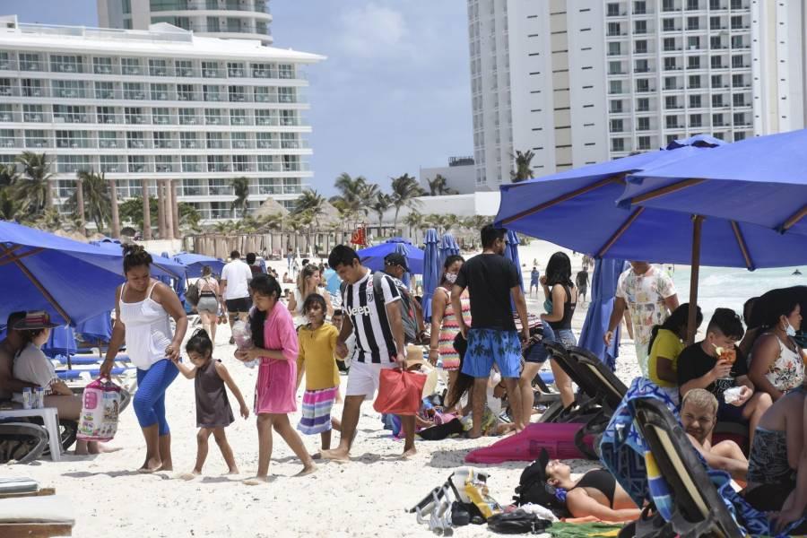 Después de visitar el Caribe mexicano, suman mil 300 turistas positivos a Covid-19