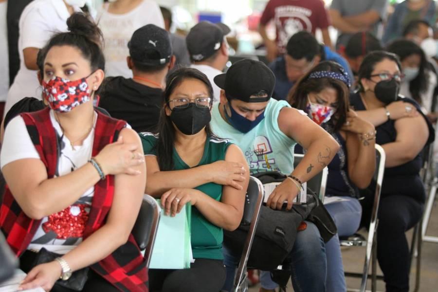 En un día, vacunaron a 28 mil adultos de 30 a 39 años en Neza