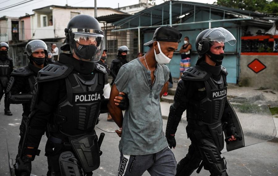 Acusan detención de más de 100 personas por protestas del domingo en Cuba