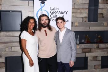 Entrega Juanes Beca Prodigio a joven puertorriqueño