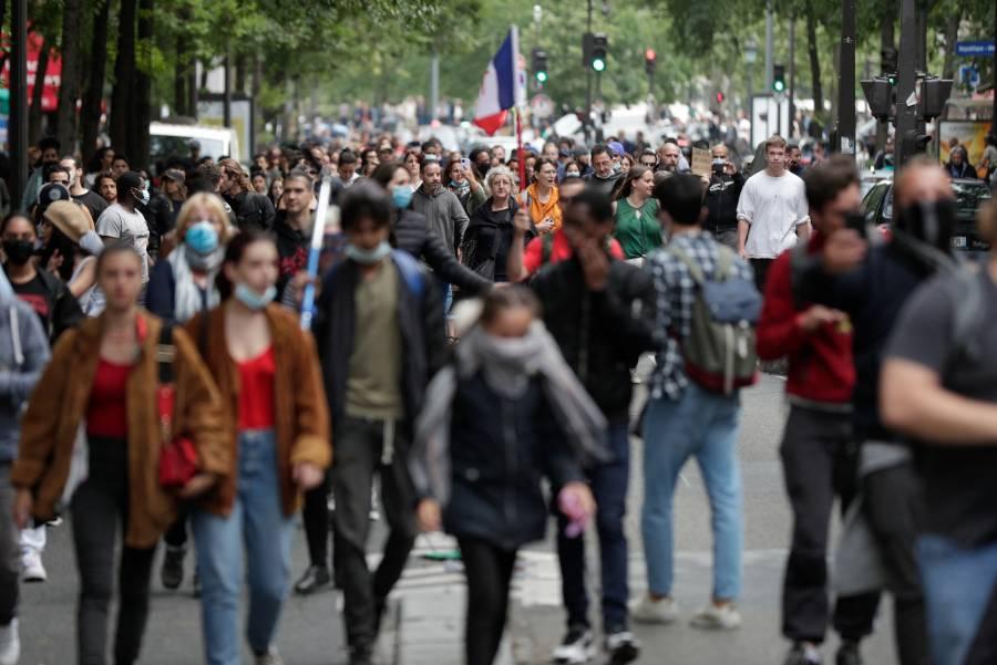 Francia exigirá certificado de vacunación para acudir a restaurantes y cines