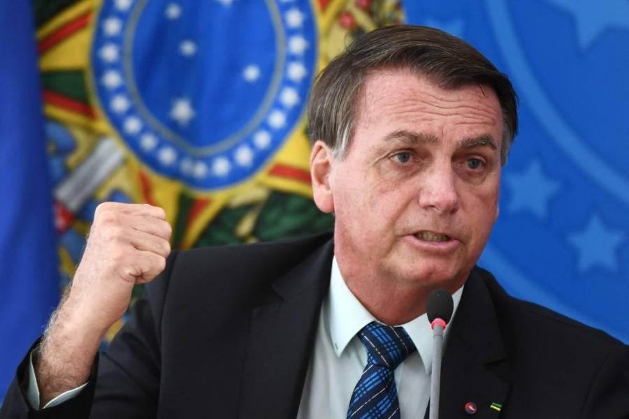 Jair Bolsonaro fue hospitalizado para examinar su hipo persistente